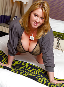 huge tits on this chubby curvy girl