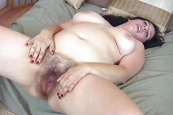 Nadeen licks her armpit hairs then masturbates