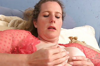 Magnolia masturbating her hairy coochie