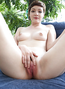 Emma Snow fills that delectable pussy with toys