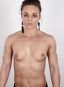 Hot body builder girl takes off her clothes in porn casting pics