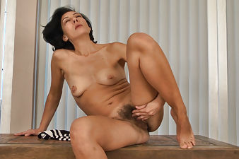 Eva decides to play with her pussy in the lobby