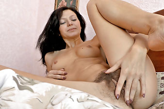 Morning is the time for hairy Efina to masturbate