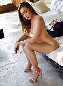 Valentina does some sensual penetration