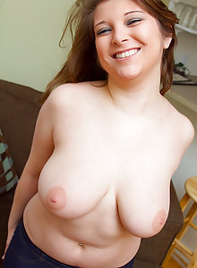 Chubby big tits cutie Kelly Rich takes off her top
