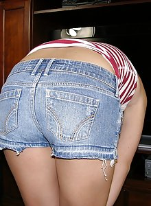 Skinny teen girl Erin bends over and takes off her jorts